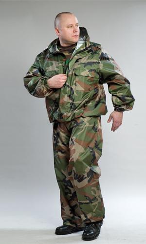 Костюм ветровлагозащитный ВВЗ (КМФ) 60-62Для рыболовов<br>Костюм ветровлагозащитный, состоит из куртки и брюк. Куртка укороченная на поясе, стянутом эластичной тесьмой с центральной застежкой на тесьму-молнию, прикрытую ветрозащитным клапаном, с верхними и нижними накладными карманами с клапанами, рукав втачной длинный по низу стянут эластичной тесьмой. Брюки прямые, на поясе стянуты эластичной тесьмой, с карманами с отрезным бочком, по низу ширина брюк регулируется эластичным шнуром. Упакован в сумочку-мешочек, которая вшита во внутренней части на затылке. Размер: 60-62<br><br>Принадлежность: Мужская одежда<br>Основной материал: Оксфорд<br>Страна - производитель ткани: Россия, г. Иваново<br>Вид товара: Одежда<br>Материал: Оксфорд<br>Тип застежки: Молния<br>Состав: 100% полиэстер<br>Длина рукава: Длинный<br>Длина: 27<br>Ширина: 25<br>Высота: 8<br>Размер RU: 60-62