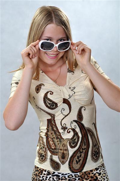 Блузка женская КатюшаБлузки<br>Предпочитаете оригинальные вещи, выполненные в интересных расцветках и с необычными орнаментами? Ваш выбор - женская блузка Катюша, которая отлично дополнит привычный повседневный летний гардероб.<br>Для пошива используется высококачественный и эластичный трикотаж. Особенность материала - в специфическом плетении, которое позволяет ткани хорошо садиться по фигуре. Полотно при этом не растягивается, а также не деформируется во время носки либо стирки.<br>К преимуществам женской блузки Катюша относится приятная и доступная цена, вписывающаяся даже в небольшой бюджет. В обширном размерном ряду легко отыскать подходящий вариант.  Размер: 48<br><br>Принадлежность: Женская одежда<br>Основной материал: Трикотаж<br>Страна - производитель ткани: Россия, г. Иваново<br>Вид товара: Одежда<br>Материал: Трикотаж<br>Тип застежки: Без застежки<br>Длина рукава: Короткий<br>Длина: 18<br>Ширина: 12<br>Высота: 7<br>Размер RU: 48