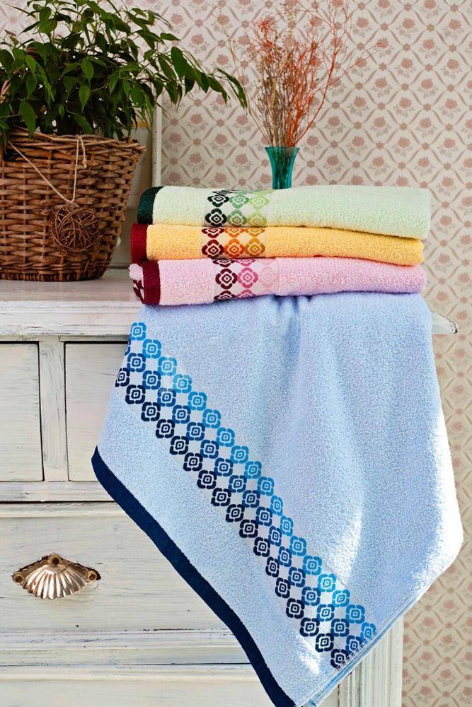 Полотенце Камушки 50х90Банные полотенца<br>Полотенца в доме - обязательный атрибут. Они незаменимы в ванной, на кухне, во время повседневных забот. Стремясь сочетать красоту и практичность, обратите внимание на полотенце Камушки.<br>Махровое полотно на основе стопроцентно натурального хлопка - отличный выбор, ведь за счет ворсистой структуры оно отменно поглощает большие объемы влаги, а в перспективе - быстро сохнет. Ткань безвредна, приятна, экологична. При регулярных стирках с соблюдением температурного режима махра не дает усадки, не меняет форму.<br>В ассортименте полотенца Камушки разных оттенков. Нежные, но насыщенные цвета не блекнут, не линяют, а внешний вид остается нетронутым при ежедневном использовании.  Размер: 50х90<br><br>Принадлежность: Для дома<br>По назначению: Повседневные<br>Основной материал: Махра<br>Страна - производитель ткани: Sunvim Co. Ltd., Китай.<br>Вид товара: Полотенца<br>Материал: Махра<br>Плотность: 345 г/кв. м.<br>Состав: 100% хлопок<br>Длина: 19<br>Ширина: 16<br>Высота: 8<br>Размер RU: 50х90