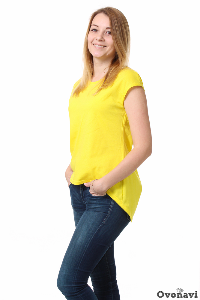Футболка женская АгнесФутболки<br>Даже в повседневных нарядах женщины стараются найти что-нибудь эдакое, чтобы не только выглядеть безупречно, но и создать свой уникальный образ. И сделать это проще простого, когда в шкафу есть женская футболка Агнес!<br>Модель сшита из качественного хлопкового материала &amp;amp;mdash; кулирки. Ткань гарантирует вам полный комфорт даже при длительной носке, благодаря особым свойствам хлопка. Он не парит, хорошо пропускает воздух (а значит, кожа дышит), впитывает излишки влаги и быстро высыхает. Отличная новость для людей с чувствительной кожей: кулирка абсолютно гипоаллергенна. Ткань износостойка, и после многочисленных стирок футболка сохранит цвет и форму.<br>Промолчать о фасоне футболки уж точно нельзя. Изящные спущенные рукава, круглый вырез и, самое главное, фигурный низ спинки, удлиненной по сравнению с передней частью. Такое оригинальное решение смотрится интересно и очень стильно. Однотонная расцветка и отсутствие декора делают модель практически универсальной, позволяя сочетать ее с различными юбками и джинсами, а также аксессуарами. Простая прогулка, встреча с друзьями, любые повседневные дела &amp;amp;mdash; она подойдет к любой ситуации.<br>Женская футболка Агнес - это яркое решение в вашем гардеробе и повседневном стиле. Нестандартный крой в сочетании с лаконичным дизайном позволит вам сочетать футболку с разными вещами, создавая всевозможные неповторимые образы. Размер: 50, Желтый<br><br>Производство: Производится про запас<br>Принадлежность: Женская одежда<br>Основной материал: Кулирка<br>Страна - производитель ткани: Россия, г. Иваново<br>Вид товара: Одежда<br>Материал: Кулирка<br>Тип горловины: Круглый вырез<br>Обработка: Обработка горловины; шов в подгибку с обметанным срезом на рукавах<br>Тип рукава: Спущенный<br>Другие особенности: Удлиненная фигурная спинка<br>Состав: 100% хлопок<br>Обработка низа: Шов в подгибку с обметанным срезом<br>Длина: 18<br>Ширина: 12<br>Высота: 7<br>Размер RU: 50, Желтый