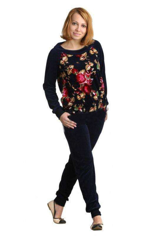 Костюм женский АльбиЗимние костюмы<br>Костюм из узких однотонных брюк с манжетами по низу и толстовки с ярким цветочным принтом. Ворот толстовки выполнен в стиле «лодочки», на рукавах широкие манжеты.<br><br>Длина толстовки по середине спинке:<br><br>46 размер59 см<br>48 размер60,25 см<br>50 размер61,5 см<br>52 размер62,75 см<br>54 размер64 см<br>56 размер65,25 см<br>58 размер66,5 см<br> <br><br>Длина брюк по боковому шву:<br><br>46 размер102,5 см<br>48 размер103,7 см<br>50 размер104,9 см<br>52 размер106,1 см<br>54 размер107,3 см<br>56 размер108,5 см<br>58 размер109,7 см Размер: 58<br><br>Высота: 11<br>Размер RU: 58