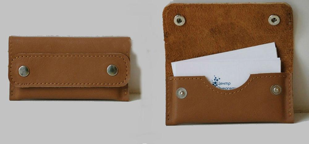 Визитница кожаная ОмегаВизитницы<br>Визитница компактная из натуральной кожи ручной работы.<br>Предназначена для деловых людей, всегда имеющие с собой визитные карточки.<br>В данной визитница помещается до 20 визиток, при этом не занимает лишнего места, очень компактная.<br><br>Принадлежность: Мужская одежда<br>Основной материал: Натуральная кожа<br>Страна - производитель ткани: Россия, г. Иваново<br>Вид товара: Аксессуары<br>Материал: Натуральная кожа<br>Длина: 10<br>Ширина: 7<br>Высота: 2