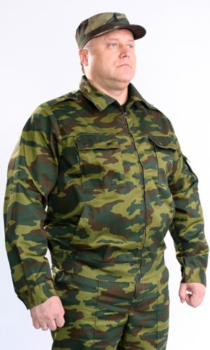 Костюм Страж (флора)Для охранников<br>Костюм Страж состоит из куртки и брюк. Куртка укороченная с центральной застежкой на тесьму-молнию, с нижними прорезными и верхними накладными карманами с клапанами, рукав втачной, длинный, на манжете. Низ куртки на притачном поясе, по бокам стянут на эластичную тесьму. Брюки прямые, на притачном поясе со шлевками, с центральной застежкой на тесьму-молнию, карманами с отрезным бочком и задним прорубным карманом с клапаном. По бокам регулируется патами, застегивающимися на петлю и пуговицы. Размер: 44-46<br><br>Принадлежность: Мужская одежда<br>Основной материал: Смесовые ткани<br>Страна - производитель ткани: Россия, г. Иваново<br>Вид товара: Одежда<br>Материал: Смесовые ткани<br>Тип застежки: Молния<br>Состав: 65% полиэстер, 35% хлопок<br>Длина рукава: Длинный<br>Длина: 27<br>Ширина: 25<br>Высота: 8<br>Размер RU: 44-46