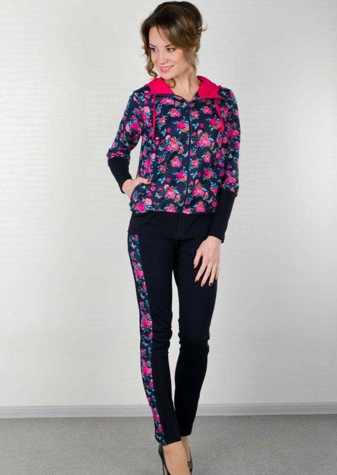 Костюм женский ДонаЗимние костюмы<br>Толстовка с капюшоном, на молнии и внутренними карманами. Брюки однотонные с лампасами из набивного футера, пояс на резинке.  Размер: 42<br><br>Высота: 11<br>Размер RU: 42