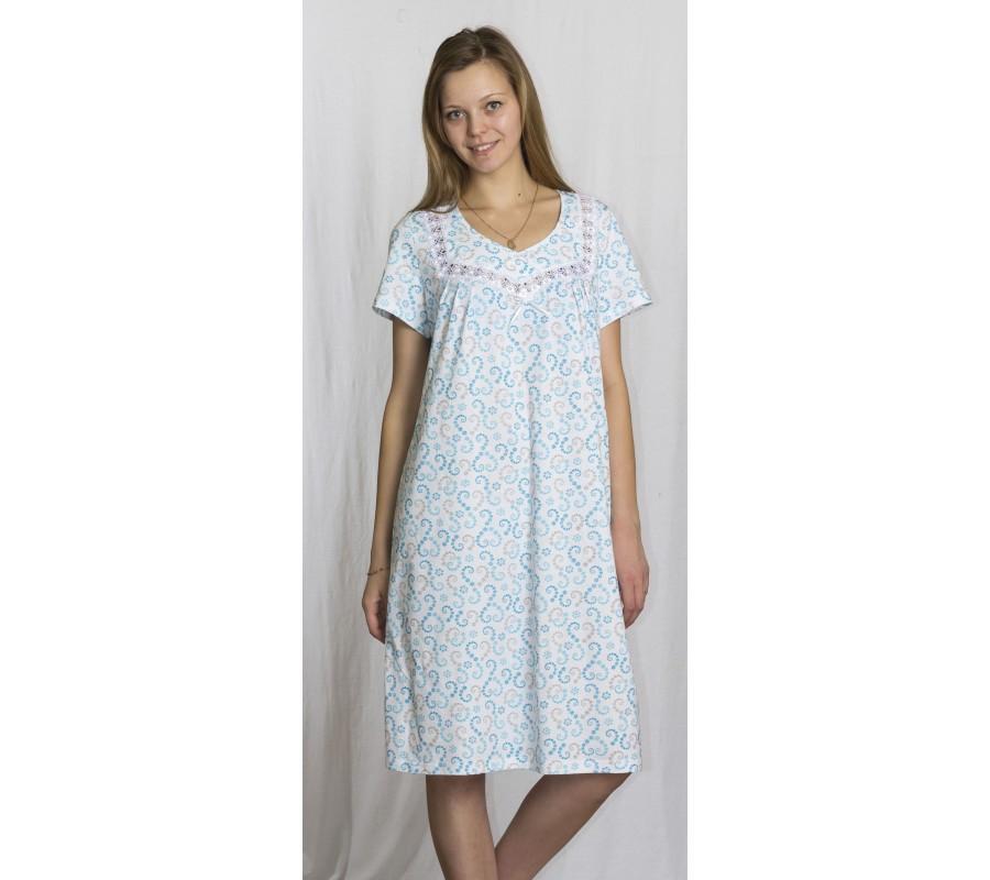 Ночная сорочка АдлерСорочки и ночные рубашки<br>Что вы больше всего цените в своей одежде для сна? Считаете ли вы, что дизайн для нее совсем не важен, или наоборот, оцениваете внешний вид изделия в первую очередь? Если для вас оптимальным является сочетание стильного дизайна и отличного качества, то вам точно придется по вкусу женская ночная сорочка Адлер!<br>Эта милая модель выполнена в простом стиле и имеет свободный фасон средней длины с коротким рукавом; спереди на груди сорочкадополнена изящной кружевной вставкой. Одной из особенностей данного изделия, которую вы точно оцените по достоинству, - ее расцветка &amp;amp;mdash; легкая, ненавязчивая и одновременно очень нежная.<br>Модель Адлер создана для для женщин всех возрастов, которые одинаково ценят удобство и стильный дизайн в своей одежде. Размер: 48<br><br>Принадлежность: Женская одежда<br>Основной материал: Кулирка<br>Страна - производитель ткани: Россия, г. Иваново<br>Вид товара: Одежда<br>Материал: Кулирка<br>Длина рукава: Короткий<br>Длина: 18<br>Ширина: 12<br>Высота: 7<br>Размер RU: 48
