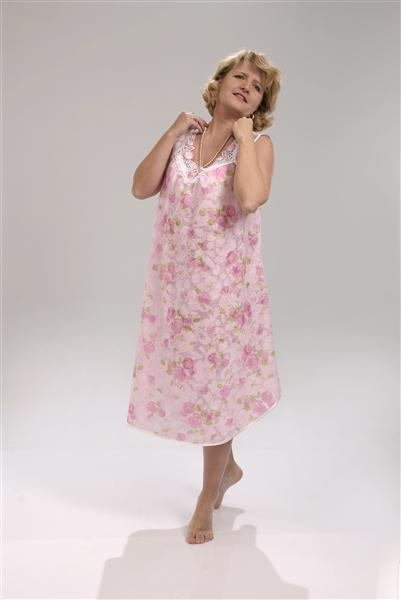 Сорочка женская ЕфросиньяСорочки и ночные рубашки<br>Кому-то кажется нереальным выглядеть красивой двадцать четыре часа в сутки, хотя, на самом деле, все реально и даже очень просто. И оставаться красивой ночью, в то время, когда вы спите, вам поможет женская ночная сорочка Ефросинья!   Данная сорочка сшита из тонкого и легкого батиста, который позволит вашему телу дышать даже в самую жаркую и душную ночь. Она имеет удлиненный и женственный фасон без рукавов и украшена нежной цветочной расцветкой.  Для данной модели не нужно иметь определенный тип фигуры или пропорции, потому что она будет хорошо сидеть на девушке и женщине с любой комплекцией тела.  Размер: 60<br><br>Принадлежность: Женская одежда<br>Основной материал: Батист<br>Страна - производитель ткани: Россия, г. Иваново<br>Вид товара: Одежда<br>Материал: Батист<br>Длина рукава: Без рукава<br>Длина: 18<br>Ширина: 12<br>Высота: 7<br>Размер RU: 60