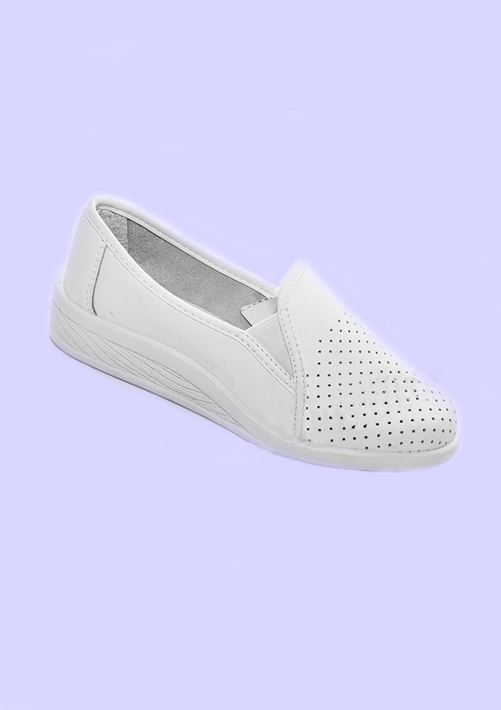 Сабо ТамараСпецобувь<br>Размер: 39<br><br>Основной материал: Натуральная кожа<br>Страна - производитель ткани: Молдавия<br>Вид товара: Обувь<br>Материал: Натуральная кожа<br>Длина: 19<br>Ширина: 17<br>Высота: 9<br>Размер RU: 39