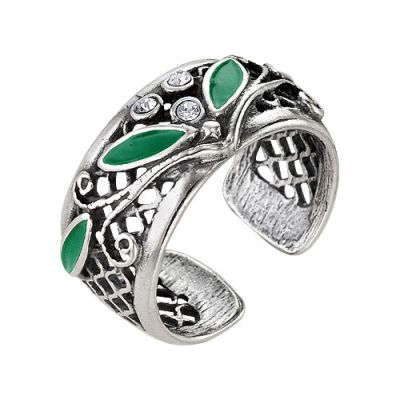 Кольцо бижутерия 2461552чБижутерия<br>Если вы хотите, чтобы вашу руку украшали исключительно изящные кольца с элегантным дизайном, то совсем необязательно искать такие среди дорогих ювелирных изделий - стоит обратить внимание и на бижутерию, среди которой имеется много достойных вариантов.   Например, данное кольцо: бросив на него первый взгляд, не скажешь, что оно выполнено из бижутерного сплава, ведь кольцо имеет очень благородный внешний вид, а его вставки (из чешского стекла, между прочим) создают впечатление если не драгоценных, то точно полудрагоценных камней.   И наконец, дизайн кольца: он вызовет у вас не меньше восторга, чем высокое качество данного изделия!<br><br>Принадлежность: Драгоценности<br>Основной материал: Бижутерный сплав<br>Страна - производитель ткани: Россия, г. Приволжск<br>Вид товара: Бижутерия<br>Материал: Бижутерный сплав<br>Покрытие: Серебрение с оксидированием<br>Вставка: Чешское стекло<br>Габариты, мм (Длина*Ширина*Высота): 24*11,5<br>Длина: 5<br>Ширина: 5<br>Высота: 3