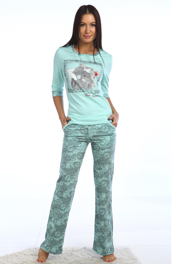 Пижама женская АйдарияПижамы<br>Любительницы классических комплектов для сна обязательно оценят женскую пижаму Айдария из удобных брюк на резинке и стильной однотонной футболки с удлиненным рукавом и декоративным принтом.<br>Легкая и тонкая кулирка сочетает в себе оптимальные показатели гигроскопичности, воздухопроницаемости, прочности и износостойкости. За счет небольшой плотности и натурального хлопкового волокна в основе носить вещи из кулирки приятно даже в жару.<br>Женская пижама Айдария представлена в разных размерах, благодаря чему легко отыскать модель, которая не только порадует стильным внешним видом, но и хорошо сядет по фигуре. Размер: 54<br><br>Производство: Снят с производства/закупки<br>Принадлежность: Женская одежда<br>Основной материал: Кулирка<br>Страна - производитель ткани: Россия, г. Иваново<br>Вид товара: Одежда<br>Материал: Кулирка<br>Тип застежки: Без застежки<br>Состав: 100% хлопок<br>Длина рукава: Средний<br>Длина: 18<br>Ширина: 12<br>Высота: 7<br>Размер RU: 54