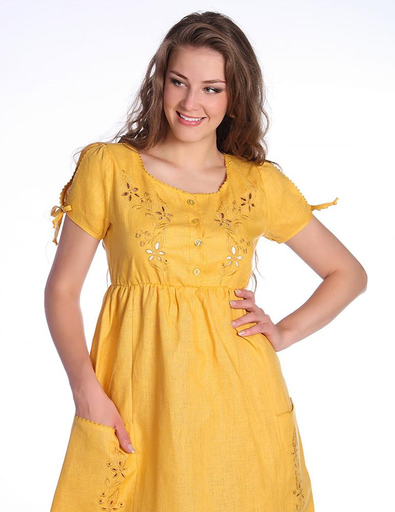 Льняное платье АнжеликаПлатья<br>Лето - это пора не просто яркой, но и еще и легкой одежды, ведь чувствовать себя комфортно в условиях летней жары не менее важно для женщины, чем выглядеть безупречно.   Вот почему вам точно не обойтись в своем летнем гардеробе без такого яркого и легкого платья, как модель Анжелика, которая сшита из натурального льняного полотна. Данное платье имеет приталенный силуэт с летящей юбкой, которая может отлично скрыть все недостатки бедер и ног, более того, такой фасон делает платье подходящим для будущих мам.   Нельзя не сказать и о яркой насыщенной расцветке женского льняного платья Анжелика, вышивке на лифе и нескольких цветовых вариантах платья. Размер: 46<br><br>Длина платья: Макси<br>Принадлежность: Женская одежда<br>Основной материал: Лен<br>Страна - производитель ткани: Россия, г. Пучеж<br>Вид товара: Одежда<br>Материал: Лен<br>Длина: 19<br>Ширина: 17<br>Высота: 9<br>Размер RU: 46