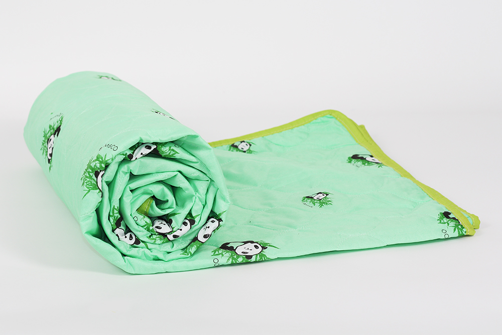 Одеяло облегченное Виктория (бамбук, тик) 1,5 спальный (140*205)Бамбук<br>.Нет необходимости вариться под теплым одеялом летом, когда можно найти более облегченный вариант, который не даст вам замерзнуть ночью (если вы очень чувствительны к холоду) и не заставит каждое утро просыпаться в поту.  И ходить за таким одеялом далеко не надо, потому что оно - перед вашими глазами! Облегченное одеяло Бамбук имеет наполнитель из натурального бамбукового волокна, а его чехол выполнен из тика, плотной и прочной ткани, которая дарит изделию долговечность и устойчивость к машинным стиркам. <br>Облегченное одеяло Бамбук подойдет к любой вашей кровати: и полуторной, и даже евро размера, поэтому вам даже не придется искать к нему специальный пододеяльник! Размер: 1,5 спальный (140*205)<br><br>Уход за вещами: Стирка запрещена, только химчистка<br>Принадлежность: Для дома<br>По назначению: Повседневные<br>Наполнитель: Бамбуковое волокно<br>Основной материал: Тик<br>Страна - производитель ткани: Россия, г. Иваново<br>Вид товара: Одеяла и подушки<br>Материал: Тик<br>Сезон: Весна - осень<br>Плотность: 100 г/кв. м.<br>Состав: 30% бамбуковое волокно, 70% полиэфирное волокно<br>Толщина одеяла: Облегченное (от 100 до 200 гр/кв.м)<br>Длина: 48<br>Ширина: 38<br>Высота: 20<br>Размер RU: 1,5 спальный (140*205)