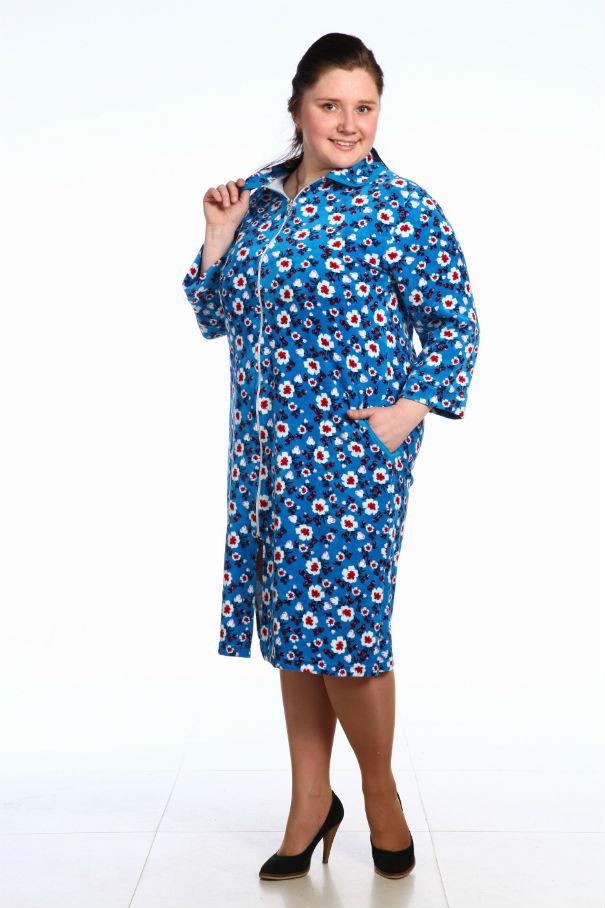 Халат женский АвгустаТеплые халаты<br>Халат женский из велюра с рукавом 3/4 на манжете.<br>Воротник и вход в карман окантованы отделочной окантовкой. Карман в боковом шве. Застежка-молния.  Размер: 44<br><br>Принадлежность: Женская одежда<br>Основной материал: Велюр<br>Вид товара: Одежда<br>Материал: Велюр<br>Состав: 80% хлопок, 20% полиэстер<br>Длина рукава: Средний<br>Длина: 30<br>Ширина: 20<br>Высота: 11<br>Размер RU: 44