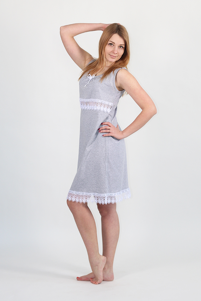 Ночная сорочка ЛарисаСорочки и ночные рубашки<br>Кружево - это очень красиво, особенно если это кружево сидит на женщине. Но важно помнить о гармоничности и правильном сочетании.<br>Гармоничное сочетание кружева и кулирки-меланж вы можете встретить в довольно милой женской ночной сорочке Лариса. Основная ткань - это, конечно же, кулирка; кружево же играет роль отделки. Именно это и делает сорочку Лариса такой красивой и элегантной.<br>Но при этом не меньше внимания было уделено качеству данного изделия - это то, чем вы точно не будете разочарованы. Наоборот, вы будете приятно удивлены качеством, сравнивая его с ценой. Размер: 50<br><br>Принадлежность: Женская одежда<br>Основной материал: Кулирка<br>Страна - производитель ткани: Россия, г. Иваново<br>Вид товара: Одежда<br>Материал: Кулирка<br>Длина рукава: Без рукава<br>Длина: 18<br>Ширина: 12<br>Высота: 7<br>Размер RU: 50