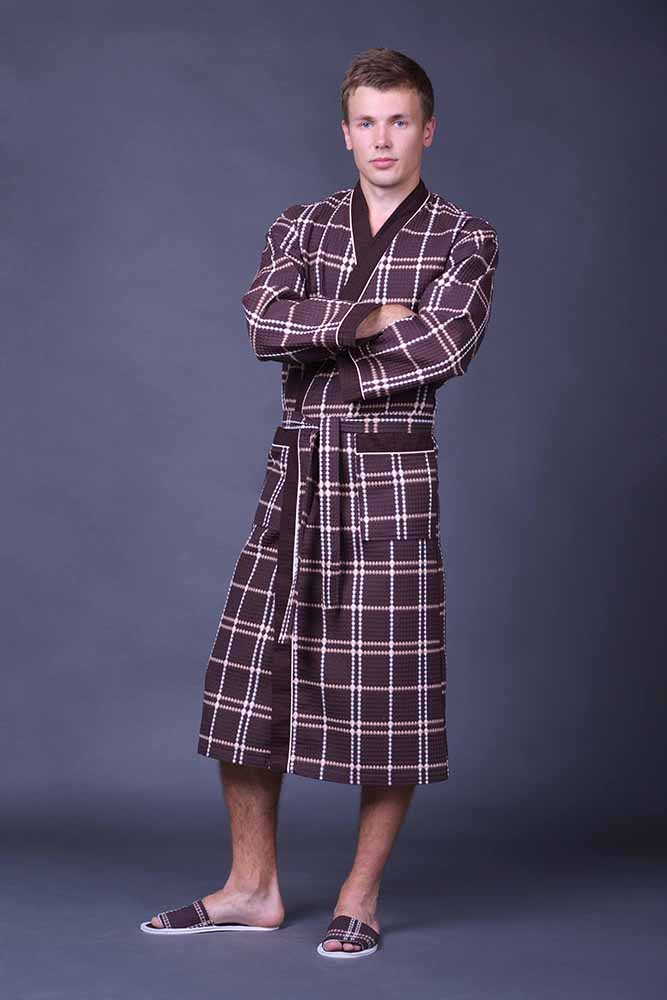 Халат мужской ДуэтЛегкие халаты<br>Что может быть лучше для мужчины, чем после утомительного рабочего дня наконец расслабиться, сбросить офисный костюм или форму и облачиться в комфортную домашнюю одежду. Такую, например, как мужской халат Дуэт.<br>Удлиненный халат с запахом изготовлен из вафельного полотна - натурального хлопчатобумажного материала, который отличается заметной прочностью. Главная особенность вафельной ткани - способность отлично впитывать воду. Именно поэтому материал так часто используют для пошива кухонных полотенец. Халат из вафельного полотна - то, что нужно после приема ванной или обычного похода в душ.<br>Вы можете приобрести халат Дуэт в разных расцветках и по крайне привлекательной цене! Размер: 56<br><br>Принадлежность: Мужская одежда<br>Основной материал: Вафельное полотно<br>Вид товара: Одежда<br>Материал: Вафельное полотно<br>Состав: 100% хлопок<br>Длина: 30<br>Ширина: 20<br>Высота: 11<br>Размер RU: 56
