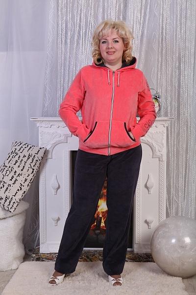 Костюм женский Орхидея-2Зимние костюмы<br>Костюм с модным сочетанием яркого цвета кофты и темными брюками, на рукаве изысканный принт. Входы в карман обработаны контрастной планкой, капюшон двойной со шнурком.Состав: 80% хлопок, 20% ПЭ. Размер: 50<br><br>Принадлежность: Женская одежда<br>Комплектация: Брюки, толстовка<br>Основной материал: Велюр<br>Страна - производитель ткани: Россия, г. Иваново<br>Вид товара: Одежда<br>Материал: Велюр<br>Сезон: Зима<br>Тип застежки: Молния<br>Состав: 80% хлопок, 20% полиэстер<br>Длина рукава: Длинный<br>Длина: 30<br>Ширина: 20<br>Высота: 11<br>Размер RU: 50