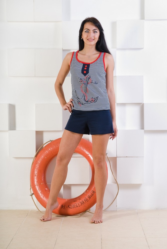 Костюм женский МайамиЛетние костюмы<br>Костюм женский Майами - удобный вариант для домашней обстановки или для летнего отдыха. Состав: Кулирка (100% хлопок). Костюм состоит из майки и шорт. Майка выполнена из хлопчато-бумажной ткани насыщенных цветов.<br>Майка выполнена в виде полосок. По середине майки расположен, оригинальный рисунок якоря. Свободные шорты не облегают тело и не доставляют ощущения дискомфорта. Ивановский трикотаж в интернет-магазине недорого стоит и комфортный в носке. <br>Размеры: 40-54<br> <br>  Размер: 40<br><br>Принадлежность: Женская одежда<br>Комплектация: Шорты, майка<br>Основной материал: Кулирка<br>Страна - производитель ткани: Россия, г. Иваново<br>Вид товара: Одежда<br>Материал: Кулирка<br>Сезон: Лето<br>Тип застежки: Без застежки<br>Состав: 100% хлопок<br>Длина рукава: Без рукава<br>Длина: 18<br>Ширина: 12<br>Высота: 7<br>Размер RU: 40