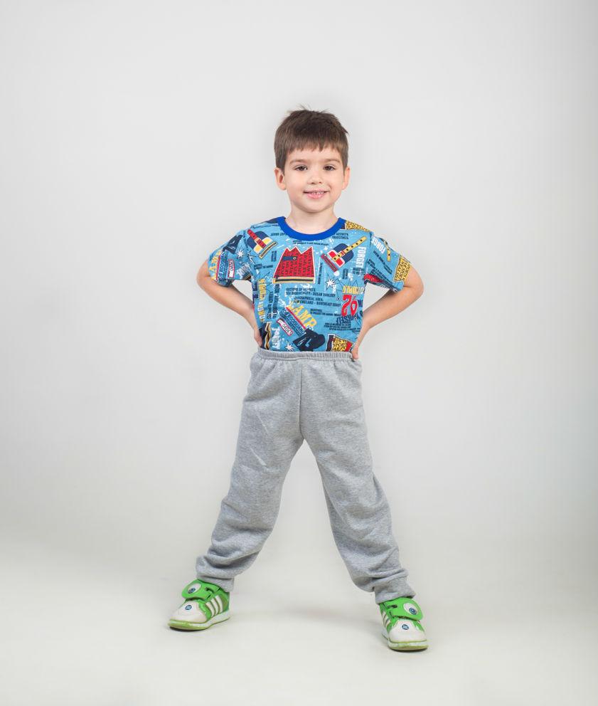 Трико детское МиккиТрико<br>Почему детская одежда должна быть выполнена исключительно из качественных хлопковых материалов? Потому что только хлопок, как натуральная и гипоаллергенная ткань, бережно относится даже к самой чувствительной коже и не вызывает раздражения.<br>И у нас вы можете обнаружить большой выбор одежды для детей из хлопковых материалов. Например, детское трико Микки, сшитое из мягкой кулирки. Данное трико очень пригодится вашему ребенку в повседневной жизни, ведь оно удобно в носке и практично. Кроме того, трико идеально подходит и мальчикам, и девочкам дошкольного возраста.<br>А приобрести данную модель вы можете на сайте нашего магазина, выбрав необходимый размер и расцветку в каталоге.   Размер: 34<br><br>Производство: Закупается про запас<br>Принадлежность: Детская одежда<br>Возраст: Дошкольник (1-6 лет)<br>Пол: Унисекс<br>Основной материал: Футер<br>Страна - производитель ткани: Россия, г. Иваново<br>Вид товара: Детская одежда<br>Материал: Футер<br>Длина: 18<br>Ширина: 12<br>Высота: 2<br>Размер RU: 34