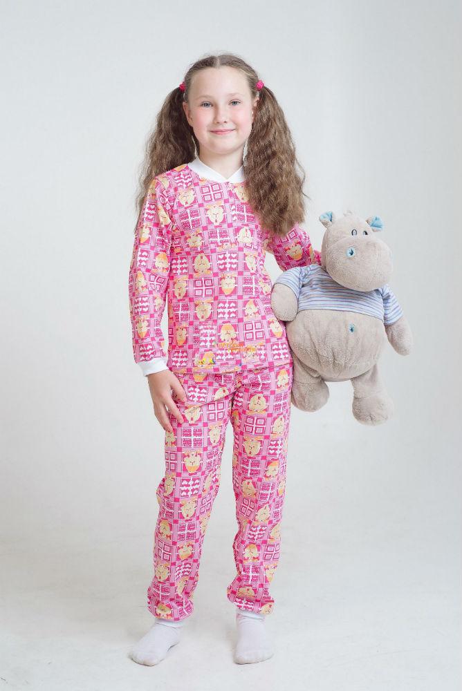 Пижама детская ЛетоПижамы<br>Никогда не поздно позаботиться о покупке пижамы для своего подрастающего ребенка, потому что в нашем каталоге детской одежды представлен большой ассортимент пижам. Например, модель Лето. <br>Она сшита из кулирки и предназначена для мальчиков дошкольного возраста - от года до шести лет. Пижама состоит из кофты с длинным рукавом и штанишек, выполненных в яркой расцветке. Главное преимущество пижамы состоит в том, что ее мягкая и легкая ткань позволяет коже дышать. <br>Детская пижама Лето имеет широкий размерный ряд, поэтому подобрать размер для своего ребенка вам не составит труда.  Размер: 28<br><br>Принадлежность: Детская одежда<br>Возраст: Дошкольник (1-6 лет)<br>Пол: Мальчик<br>Основной материал: Кулирка<br>Вид товара: Детская одежда<br>Материал: Кулирка<br>Длина: 18<br>Ширина: 12<br>Высота: 7<br>Размер RU: 28