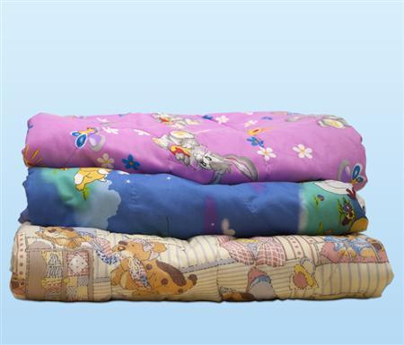 Одеяло детское Тошка (полиэфир) Детский (110*140)ДЕТСКИЕ ОДЕЯЛА<br>Размер: Детский (110*140)<br><br>Тип одеяла: Эконом<br>Принадлежность: Для дома<br>По назначению: Повседневные<br>Наполнитель: Полиэфирное волокно<br>Основной материал: Бязь<br>Страна - производитель ткани: Россия, г. Иваново<br>Вид товара: Одеяла и подушки<br>Материал: Бязь<br>Сезон: Весна - осень<br>Плотность: 200 г/кв. м.<br>Толщина одеяла: Облегченное (от 100 до 200 гр/кв.м)<br>Длина: 36<br>Ширина: 30<br>Высота: 18<br>Размер RU: Детский (110*140)