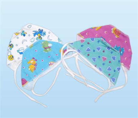 Чепчик ситцевый Сивка-буркаЧепчики и шапочки<br>Определиться с расцветкой Вы можете здесь<br><br>Каждый новоиспеченный родитель знает, какой проблемой может стать создание гардероба для новорожденного. При этом придется учесть множество нюансов и мелочей, ведь важно не забыть ни одной из них.<br>Хороший и практичный выбор - ситцевый чепчик Сивка-бурка. Шуйский ситец - практичный современный материал, обладающий оптимальной гигроскопичностью, практичностью, неприхотливостью и простотой в уходе. Ткань абсолютно безопасна и гипоаллергенна, благодаря чему часто используется именно при пошиве детских вещей.<br>Основное предназначение чепчика Сивка-бурка - создание естественной, здоровой и безопасной терморегуляции. Головной убор не позволяет чувствительному организму переохлаждаться или перегреваться.<br><br>Производство: Закупается про запас<br>Принадлежность: Детская одежда<br>Возраст: Младенец (0-12 месяцев)<br>Пол: Мальчик<br>Основной материал: Ситец Шуя<br>Страна - производитель ткани: Россия, г. Иваново<br>Вид товара: Детская одежда<br>Материал: Ситец Шуя<br>Длина: 5<br>Ширина: 5<br>Высота: 3