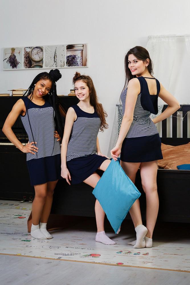 Платье женское ФредаПлатья<br>Размер: 52<br><br>Принадлежность: Женская одежда<br>Основной материал: Вискоза<br>Страна - производитель ткани: Россия, г. Иваново<br>Вид товара: Одежда<br>Материал: Вискоза<br>Длина рукава: Без рукава<br>Длина: 18<br>Ширина: 12<br>Высота: 7<br>Размер RU: 52