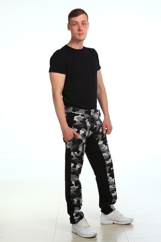Брюки мужские ДеймонДомашние брюки<br>Брюки мужские  прямого покроя. Ширина брюк по низу фиксируется резинкой. Передние половинки, накладные карманы, кокетка и пояс брюк из камуфлирующей ткани. Размер: 50<br><br>Принадлежность: Мужская одежда<br>Основной материал: Футер<br>Страна - производитель ткани: Россия, г. Иваново<br>Вид товара: Одежда<br>Материал: Футер с лайкрой<br>Длина: 19<br>Ширина: 17<br>Высота: 9<br>Размер RU: 50