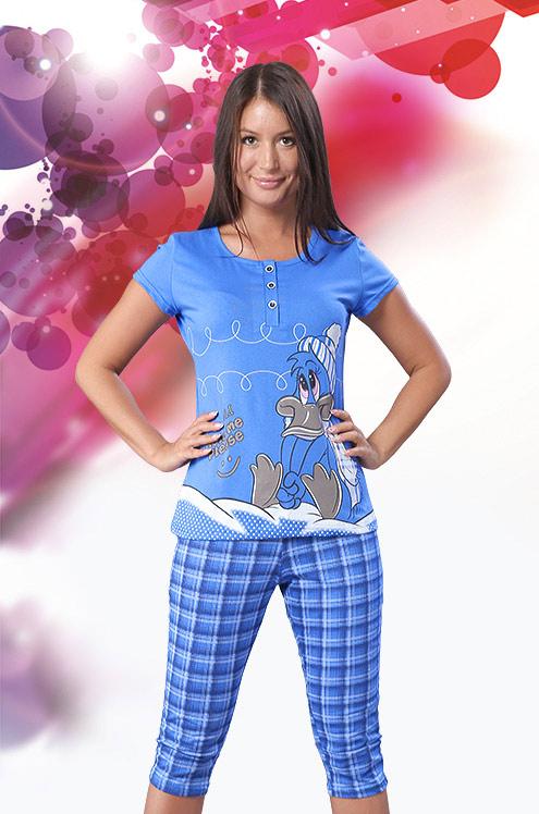 Костюм женский ПлизЛетние костюмы<br>Скажите, разве сможете вы по-настоящему расслабиться дома, если одежда будет стеснять вас или вовсе доставлять полный дискомфорт? Конечно, нет, именно поэтому ваша домашняя одежда должна быть такой, как женский домашний костюм Плиз!<br>Одно из главных преимуществ данной модели таится в ее натуральном хлопковом составе, который позволяет костюму иметь мягкую и приятную текстуру. Также костюм Плиз обладает довольновысокой воздухопроницаемостью, что позволит вашему телу дышать даже при очень высокой температуре воздуха. Состоит костюм из удобной футболки и бридж.<br>А стильный дизайн костюма с мультяшным мотивом и уютной клеткой позволит вам во время отдыха или выполнения домашних дел оставаться веселой и позитивной! Размер: 50<br><br>Принадлежность: Женская одежда<br>Комплектация: Бриджи, футболка<br>Основной материал: Кулирка<br>Страна - производитель ткани: Россия, г. Иваново<br>Вид товара: Одежда<br>Материал: Кулирка<br>Сезон: Лето<br>Тип застежки: Без застежки<br>Длина рукава: Короткий<br>Длина: 18<br>Ширина: 12<br>Высота: 7<br>Размер RU: 50