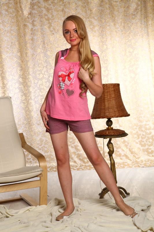 Пижама женская ЗосяПижамы<br>Предпочитаете яркую, модную и молодежную одежду? Больше не придется ограничивать себя даже при выборе вещей для сна. Обратите внимание на стильную женскую пижаму Зося!<br>Для пошива используется тонкое, но прочное полотно кулирки, отличающееся специфическим петельным плетением. В ее основе - хлопковое волокно, отличающееся гипоаллергенностью, экологичностью и гладкой фактурой. Ткань не парит, не липнет к телу, не способствует перегреву и обеспечивает естественный теплообмен даже в жару.<br>Яркая женская пижама Зося - игривая и вместе с тем элегантная. Очень женственная и изящная, она позволит чувствовать себя привлекательной.  Размер: 52<br><br>Принадлежность: Женская одежда<br>Комплектация: Шорты, футболка<br>Основной материал: Кулирка<br>Страна - производитель ткани: Россия, г. Иваново<br>Вид товара: Одежда<br>Материал: Кулирка<br>Тип застежки: Без застежки<br>Длина рукава: Короткий<br>Длина: 18<br>Ширина: 12<br>Высота: 7<br>Размер RU: 52