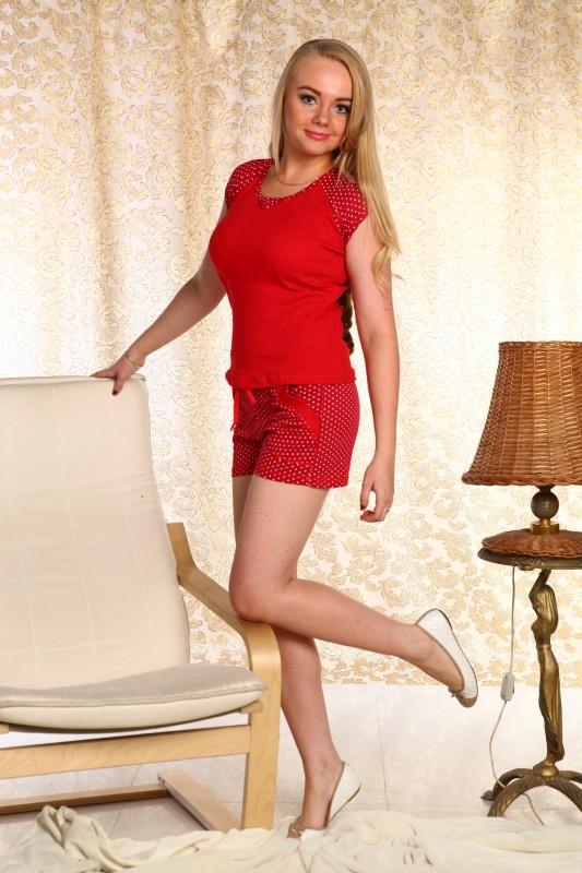 Пижама женская РегатаПижамы<br>Несмотря на разнообразие текстиля, традиционные комплекты пижамы остаются первым номером в списке одежды для сна. Все их лучшие качества воплощает в себе женская пижама Регата.<br>Для пошива - тонкая, воздушная, легкая кулирка. Ее петельное плетение позволяет материалу принимать необходимую форму, садиться по фигуре, а потом - восстановить внешний вид. Она не парит, хорошо поглощает, а позднее - отдает влагу, поддерживает здоровый теплообмен. Кулирка - один из лучших повседневных вариантов.<br>Комплект Регата из шортов и футболки представлен в нескольких оттенках и размерах. Выберите вариант по душе!<br> Размер: 54<br><br>Высота: 7<br>Размер RU: 54