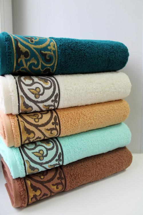 Полотенце Мишель 70х130Банные полотенца<br>Знаете, как непросто бывает подобрать подходящий домашний текстиль, который удовлетворил бы своими эксплуатационными, а заодно и декоративными свойствами? К вашим услугам полотенце Мишель!<br>Махровое полотно на основе стопроцентно натурального хлопка - безупречный выбор для домашнего текстиля. Способность к влагопоглощению напрямую пропорциональна качеству и высоте ворса. Также махра легко пропускает воздух и быстро сохнет, а при соблюдении режима стирки - не линяет и не деформируется. Гладить махровые изделия не обязательно, ведь так они могут потерять в объеме.<br>Полотенце Мишель - сочетание элегантности, практичности, неприхотливости и доступной, сполна оправданной цены. Размер: 70х130<br><br>Принадлежность: Для дома<br>По назначению: Повседневные<br>Основной материал: Махра<br>Страна - производитель ткани: Россия<br>Вид товара: Полотенца<br>Материал: Махра<br>Сезон: Круглогодичный<br>Плотность: 460 г/кв. м.<br>Состав: 100% хлопок<br>Длина: 19<br>Ширина: 16<br>Высота: 8<br>Размер RU: 70х130