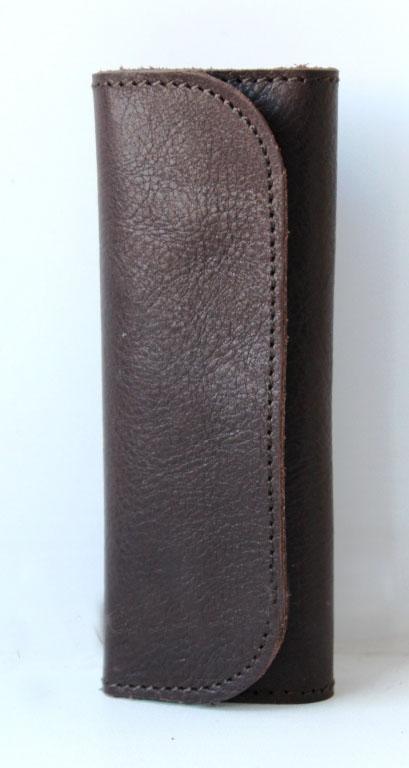 Ключница кожаная Brown 4 ключа (коричневая)Ключницы<br><br><br>Принадлежность: Мужская одежда<br>Основной материал: Натуральная кожа<br>Страна - производитель ткани: Россия, г. Иваново<br>Вид товара: Аксессуары<br>Материал: Натуральная кожа<br>Длина: 14<br>Ширина: 7<br>Высота: 2