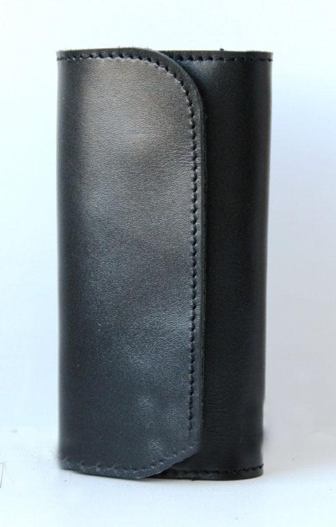 Ключница кожаная Сан-Антонио 6 ключей (черная)Ключницы<br><br><br>Принадлежность: Мужская одежда<br>Основной материал: Натуральная кожа<br>Страна - производитель ткани: Россия, г. Иваново<br>Вид товара: Аксессуары<br>Материал: Натуральная кожа<br>Длина: 14<br>Ширина: 7<br>Высота: 2