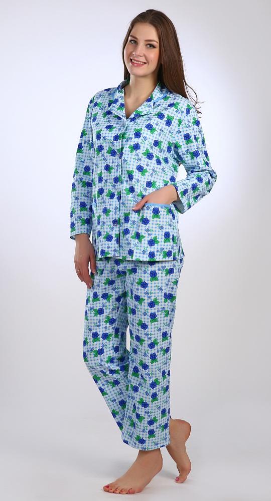 Пижама женская ОблакаПижамы<br>Кто сказал, что брючные комплекты только для мужчин? Например, женская пижама Облака, сшитая на классический английский манер - это очень удачный женский вариант одежды для сна.<br>Выполненная из плотного хлопкового материала, она хорошо греет в холодные сезоны, но в тоже время позволяет коже дышать. В расцветке использован цветочный принт, который придает пижаме женственности и нежности. Пижама также и очень комфортабельна благодаря свободному фасону.<br>Приобретя женскую пижаму Облака и проведя в ней хотя бы одну ночь, вы поймете, что ничего лучше у вас еще не было и вряд ли будет!<br>*Блуза с английским воротником *Застежка на пуговицах. *Брюки прямые, длинные. *Накладные карманы.<br>Длина изделия<br>58 размер: длина брюк по внутреннему шву - 64 см, по внешнему шву - 94 см; длина кофты - 70 см. Размер: 50<br><br>Принадлежность: Женская одежда<br>Основной материал: Фланель<br>Вид товара: Одежда<br>Материал: Фланель<br>Состав: 100% хлопок<br>Длина: 18<br>Ширина: 12<br>Высота: 7<br>Размер RU: 50