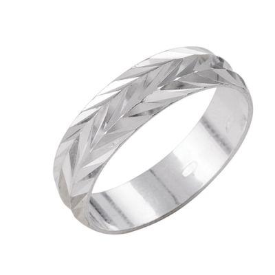 Кольцо серебряное 2301444б1Серебряные кольца<br>Артикул  2301444б1<br>Вес  3,10<br>Покрытие  без покрытия<br>Размерный ряд  16,5; 17,0; 17,5; 18,0; 18,5; 19,0; 19,5;  Размер: 19.0<br><br>Принадлежность: Драгоценности<br>Основной материал: Серебро<br>Страна - производитель ткани: Россия, г. Приволжск<br>Вид товара: Серебро<br>Материал: Серебро<br>Вес: 3,10<br>Покрытие: Без покрытия<br>Проба: 925<br>Вставка: Без вставки<br>Габариты, мм (Длина*Ширина*Высота): 20*6<br>Длина: 5<br>Ширина: 5<br>Высота: 3<br>Размер RU: 19.0