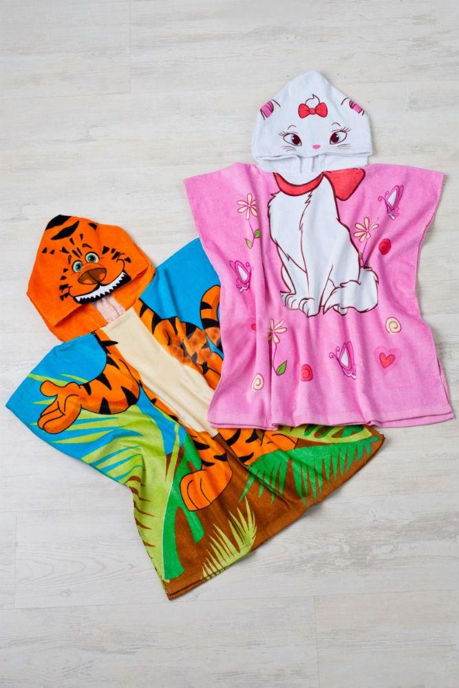 Полотенце - накидка Пончо-мультики 60х120Детские полотенца<br>Обычное банное полотенце для вашего малыша - это слишком скучно? Тогда порадуйте его махровой накидкой-пончо с изображением веселых мордашек различных зверюшек на капюшоне!   Данное изделие имеет очень приятную и мягкую текстуру, схожую с текстурой обычного махрового полотенца, кроме того, материал пончо не теряет своих свойств (в частности, своей мягкости) с течением времени, вне зависимости от долготы носки и количества стирок. Не теряется и яркая окраска изделия.   Для заказа вам доступно несколько вариантов с различными зверушками: львенком, собачкой, котенком, крокодильчиком и многими другими!<br>Размеры: 60х120 см. Размер: 60х120<br><br>Принадлежность: Детская одежда<br>Возраст: Дошкольник (1-6 лет)<br>Пол: Унисекс<br>Основной материал: Махра<br>Страна - производитель ткани: Китай<br>Вид товара: Полотенца<br>Материал: Махра<br>Состав: 100% хлопок<br>Длина: 18<br>Ширина: 12<br>Высота: 7<br>Размер RU: 60х120