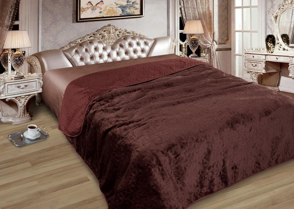 Покрывало Ломмель (полиэстер) 200х220Покрывала для спальни<br>Верх покрывала выполнен из полиэстера,  низ из искусственного меха.<br><br>Внутри покрывала наполнитель из синтепона. Размер: 200х220<br><br>Принадлежность: Для дома<br>По назначению: Повседневные<br>Тип покрывала: Домашний<br>Основной материал: Полиэстер<br>Страна - производитель ткани: Россия, г. Москва<br>Вид товара: Пледы и покрывала<br>Материал: Полиэстер<br>Сезон: Круглогодичный<br>Плотность: 75 г/кв. м.<br>Состав: 100% полиэстер<br>Длина: 47<br>Ширина: 38<br>Высота: 8<br>Размер RU: 200х220