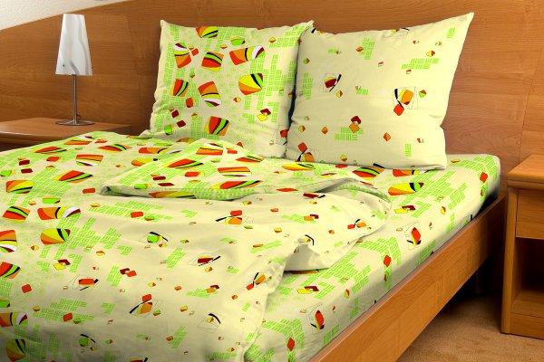 Постельное белье Аккордеон зеленый GS (бязь) 2 спальныйЭКОНОМ<br>Любите окружать себя яркими цветами и хорошим настроением? Не нужно отказывать себе в этом при обустройстве спального места. Выбирайте бюджетное постельное белье Аккордеон зеленый GS из бязи!<br>Натуральная бязь - один из самых известных, гигиеничных материалов для изготовления постели. Гигроскопичная и воздушная, она максимально комфортна. Комплект из бязи не нуждается в сложном уходе. Можно ограничиться соблюдением температурного режима при стирке и глажке, а еще - не стирать бязь вместе с синтетическими материалами.<br>Красочное белье привнесет в спальню свежесть, легкость, тепло с весенним настроением. Яркие краски не блекнут, радуя еще долго.<br><br>Внимание! При пошиве данного КПБ используется ткань шириной 150 см, поэтому в двуспальном комплекте простыня и пододеяльник являются сшивными, где к одному отрезку ткани пришивается другой отрезок (т.е. по центру изделия будет проходить шов). Это необходимо, чтобы получить нужные размеры для двуспального варианта. Размер: 2 спальный<br><br>Тип простыни: Со швом<br>Тип пододеяльника: Со швом<br>Производство: Производится про запас<br>Принадлежность: Для дома<br>Плотность КПБ: 105 гр/кв.м<br>Категория КПБ: Геометрия и абстракция<br>По назначению: Повседневные<br>Рисунок наволочек: Расположение элементов расцветки может не совпадать с рисунком на картинке<br>Основной материал: Бязь<br>Страна - производитель ткани: Россия, г. Иваново<br>Вид товара: КПБ<br>Материал: Бязь<br>Сезон: Круглогодичный<br>Плотность: 105 г/кв. м.<br>Состав: 100% хлопок<br>Комплектация КПБ: Пододеяльник, простыня, наволочка<br>Длина: 37<br>Ширина: 26<br>Высота: 7<br>Размер RU: 2 спальный