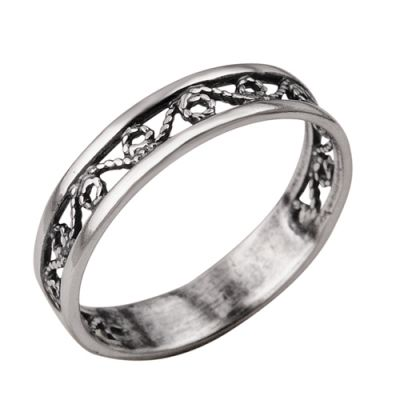 Кольцо серебряное 2301105Серебряные кольца<br>Артикул  2301105<br>Вес  1,64<br>Покрытие  оксидирование<br>Размерный ряд  15,5; 16,0; 16,5; 17,0; 17,5; 18,0; Размер: 18<br><br>Принадлежность: Драгоценности<br>Основной материал: Серебро<br>Страна - производитель ткани: Россия, г. Приволжск<br>Вид товара: Серебро<br>Материал: Серебро<br>Вес: 1,64<br>Покрытие: Оксидирование<br>Проба: 925<br>Вставка: Без вставки<br>Габариты, мм (Длина*Ширина*Высота): 22х4,8<br>Длина: 5<br>Ширина: 5<br>Высота: 3<br>Размер RU: 18