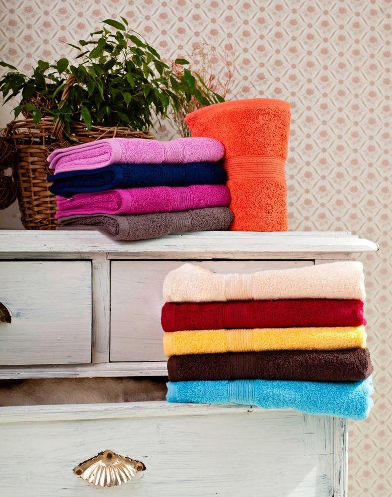 Полотенце Отельные 50х90Банные полотенца<br>Каким должно быть полотенце? Мягким и удобным в использовании - это самые важные качества для него, поэтому выбирайте полотенце в первую очередь именно по этим признакам.<br>Например, полотенца Отельные выполнены из мягкой махры (в составе - гипоаллергенное хлопковое волокно). И, помимо того, что они довольно удобны в использовании и имеют приятную поверхность, данные полотенца обладают высокой гигроскопичностью, не впитывают грязь и неприятные запахи.<br>Полотенца имеют однотонную расцветку, представленную в широкой гамме самых различных цветов, поэтому вы с легкостью можете подобрать полотенце под цвет своей ванной. Размер: 50х90<br><br>Принадлежность: Для дома<br>По назначению: Повседневные<br>Основной материал: Махра<br>Страна - производитель ткани: Sunvim Co. Ltd., Китай.<br>Вид товара: Полотенца<br>Материал: Махра<br>Плотность: 500 г/кв. м.<br>Состав: 100% хлопок<br>Длина: 19<br>Ширина: 16<br>Высота: 8<br>Размер RU: 50х90