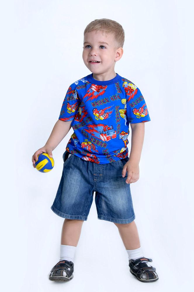 Футболка цветная DreamsФутболки<br>Многие мамы задаются вопросом: почему детская одежда должна быть сшита именно из качественного хлопкового материала, а ни в коем случае не из синтетики? Ответ прост: потому что синтетика очень часто становится причиной раздражения нежной детской кожи, а хлопок, наоборот, заботится о ней.   И в последнем вы можете убедиться на примере детской футболки Dreams, которая сшита из натурального хлопкового материала. Мягкая и приятная на ощупь текстура футболки сразу же понравится ребенку, как только он наденет ее. Он также будет в восторге от того, до чего же удобна данная футболка в носке, ведь она совершенно не стесняет движения, позволяя двигаться легко и свободно.   И ко всему прочему, детская футболка Dreams выполнена в очень яркой и насыщенной расцветке, которая понравится и маме, и ее малышу! Размер: 34<br><br>Принадлежность: Детская одежда<br>Возраст: Дошкольник (1-6 лет)<br>Пол: Мальчик<br>Основной материал: Кулирка<br>Страна - производитель ткани: Россия, г. Иваново<br>Вид товара: Детская одежда<br>Материал: Кулирка<br>Длина: 17<br>Ширина: 13<br>Высота: 4<br>Размер RU: 34