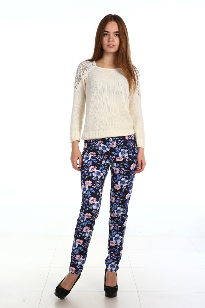 Брюки женские БукетБрюки<br>Спереди брюк декоративная отстрочка под карманы, а сзади - 2 кармана.<br>Длина по боковому шву 105-107 см, по шаговому 83-85 см. Материал - футер. Состав: хлопок 80%, 20% ПЭ. Размер: 54<br><br>Принадлежность: Женская одежда<br>Основной материал: Футер<br>Страна - производитель ткани: Россия, г. Иваново<br>Вид товара: Одежда<br>Материал: Футер<br>Сезон: Весна - осень<br>Состав: 80% хлопок, 20% полиэстер<br>Длина: 18<br>Ширина: 10<br>Высота: 2<br>Размер RU: 54