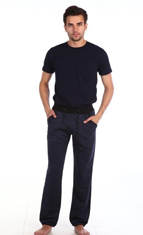 Брюки мужские СпортДомашние брюки<br>В идеальном мужском гардеробе для каждого случая существует определенная пара брюк: для повседневной носки, в офис, на выход, для занятий спортом и поездок за город. Брюки последней категории должны обязательно присутствовать в гардеробе, ведь настоящий мужчина просто не может жить без спорта!   Мужские штаны Спорт сшиты из мягкого футера, они имеют прямой крой и свободно сидят на теле, благодаря чему вы можете заниматься в них любой активной деятельностью. <br>Еще одна особенность модели Спорт, которая не разочарует вас на протяжении всего срока носки - это ее износостойкость.   Размер: 50<br><br>Принадлежность: Мужская одежда<br>Основной материал: Футер<br>Вид товара: Одежда<br>Материал: Футер с лайкрой<br>Длина: 19<br>Ширина: 17<br>Высота: 9<br>Размер RU: 50