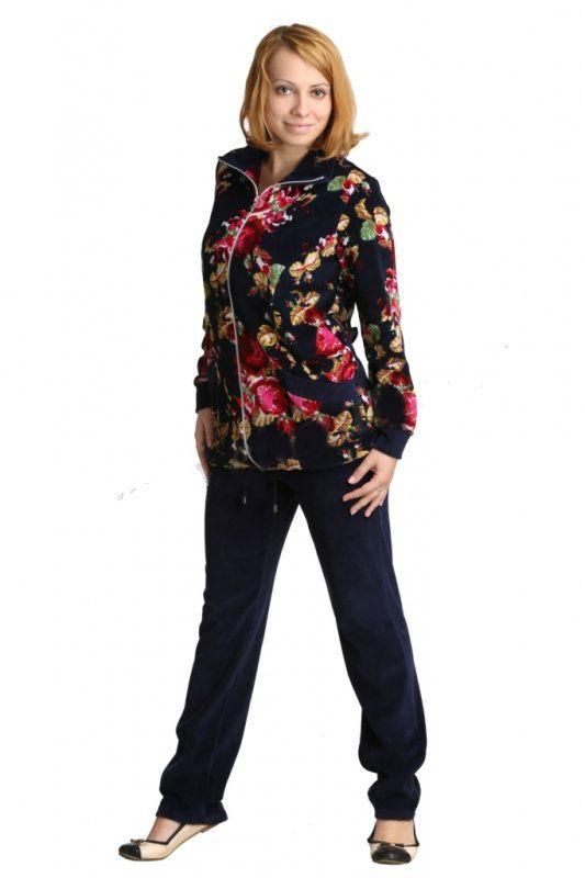 Костюм женский АнжелияЗимние костюмы<br>Домашний костюм для холодного времени года. Классического покроя брюки однотонного темного цвета в сочетании с толстовкой с яркими большими розами. На рукавах выполнены манжеты, понизу курточки  вставлен шнурок.<br><br>Длина толстовки по спинке:<br><br>50-60 размер74,5 см<br> <br>Длина брюк по боковому шву:<br><br>50-60 размер103 см Размер: 58<br><br>Принадлежность: Женская одежда<br>Комплектация: Брюки, толстовка<br>Основной материал: Велюр<br>Страна - производитель ткани: Россия, г. Иваново<br>Вид товара: Одежда<br>Материал: Велюр<br>Сезон: Зима<br>Состав: 80% хлопок, 20% полиэстер<br>Длина: 30<br>Ширина: 20<br>Высота: 11<br>Размер RU: 58