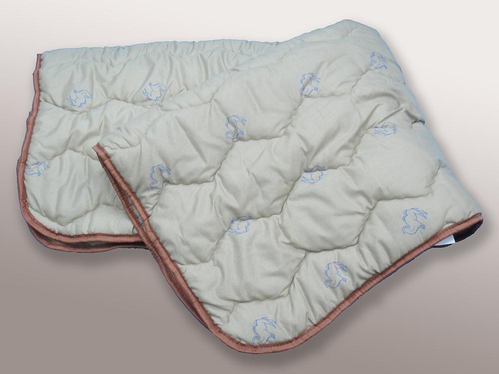 Одеяло облегченное Иллюзия (верблюжья шерсть, полиэстер) 2 спальный (172*205)Верблюжья шерсть<br>А вы знали, что одеяла из верблюжьей шерсти способны согреть вас не только холодными зимними ночами, но и быть пригодными осенью и весной? Нет? Тогда позвольте представить вам одеяло Верблюжья шерсть!<br>Многие боятся покупать одеяло из верблюжьей шерсти, опасаясь того, что спать под ним будет слишком жарко. Но не бойтесь проснуться в поту, ведь одеяло позволяет вашей коже дышать. А также оно обладает свойством снимать статическое напряжение.<br>И это еще не все благоприятные воздействия, которые одеяло из верблюжьей шерсти способно оказывать на ваш организм. Размер: 2 спальный (172*205)<br><br>Тип одеяла: Эконом<br>Принадлежность: Для дома<br>По назначению: Повседневные<br>Наполнитель: Верблюжья шерсть<br>Основной материал: Полиэстер<br>Вид товара: Одеяла и подушки<br>Материал: Полиэстер<br>Сезон: Весна - осень<br>Плотность: 100 г/кв. м.<br>Состав: 30% верблюжья шерсть, 70% полиэфирное волокно<br>Толщина одеяла: Облегченное (от 100 до 200 гр/кв.м)<br>Длина: 48<br>Ширина: 38<br>Высота: 20<br>Размер RU: 2 спальный (172*205)