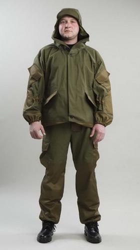 Костюм Горка (палатка)Для прочих профессий<br>Костюм Горка состоит из куртки и брюк. Куртка с капюшоном и с центральной застежкой на петли и пуговицы, с двумя прорезными карманами прикрытыми клапаном. Рукав втачной, с усиливающим налокотником и накладным карманами с клапанами. Брюки со шлевками под широкий ремень, с усиливающими накладками на коленях, сзади в области колена стянуты эластичной тесьмой. Со специальными манжетами по низу брюк (из аналогичной ткани). Размер: 44-46<br><br>Принадлежность: Мужская одежда<br>Основной материал: Палатка<br>Страна - производитель ткани: Россия, г. Иваново<br>Вид товара: Одежда<br>Материал: Палатка<br>Тип застежки: Пуговицы<br>Состав: 100% хлопок<br>Длина рукава: Длинный<br>Длина: 27<br>Ширина: 25<br>Высота: 8<br>Размер RU: 44-46