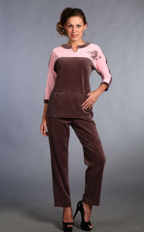 Костюм женский КарниЗимние костюмы<br>Стремитесь постоянно выглядеть хорошо и стильно? Модные тренды меняются ежедневно, но некоторые вещи остаются неизменны. Среди них уверенно занимает свое место женский костюм Карни.<br>Для пошива - теплый, нежный велюр. В основе зачастую натуральная шерсть, что и определяет структуру и название ткани. Хотя теперь встречаются не менее качественные синтетические аналоги.<br>Костюм Карни - это простые и лаконичные брюки с блузкой с рукавом по локоть. Стильное цветовое сочетание и элегантный принт приятно удивят экономных модниц. Низкая стоимость позволяет приобрести все необходимые вещи в желаемом количестве. Размер: 44<br><br>Принадлежность: Женская одежда<br>Комплектация: Брюки, кофта<br>Основной материал: Велюр<br>Страна - производитель ткани: Россия, г. Иваново<br>Вид товара: Одежда<br>Материал: Велюр<br>Сезон: Зима<br>Тип застежки: Без застежки<br>Состав: 80% хлопок, 20% полиэстер<br>Длина рукава: Средний<br>Длина: 24<br>Ширина: 18<br>Высота: 7<br>Размер RU: 44