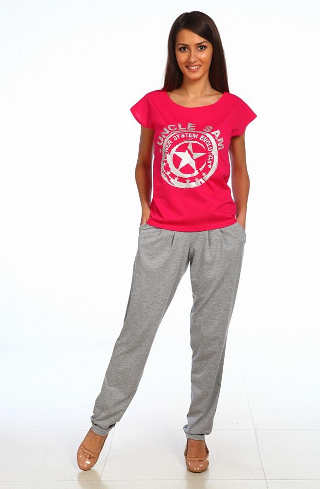 Костюм женский КэйтинаЛетние костюмы<br>Хотите пополнить гардероб практичным повседневным нарядом для прогулок, спорта и других дел? Обратите внимание на женский костюм Кэйтина!<br>В комплект входит яркая футболка насыщенного оттенка и светлые однотонные брюки. Тонкая кулирка идеально подходит даже для жаркого времени года, позволяя телу дышать, пропуская воздух, легко забирая и отдавая влагу. Ткань долго не выцветает, не вытягивается, сохраняет форму и первоначальный внешний вид.<br>Женский костюм женский Кэйтина представлен в двух расцветках и в разных размерах, под любую фигуру. Привлекательность и практичность сочетаются с доступной ценой.<br> Размер: 48<br><br>Принадлежность: Женская одежда<br>Комплектация: Брюки, футболка<br>Основной материал: Кулирка<br>Страна - производитель ткани: Россия, г. Иваново<br>Вид товара: Одежда<br>Материал: Кулирка<br>Сезон: Лето<br>Тип застежки: Без застежки<br>Длина рукава: Короткий<br>Длина: 18<br>Ширина: 12<br>Высота: 7<br>Размер RU: 48
