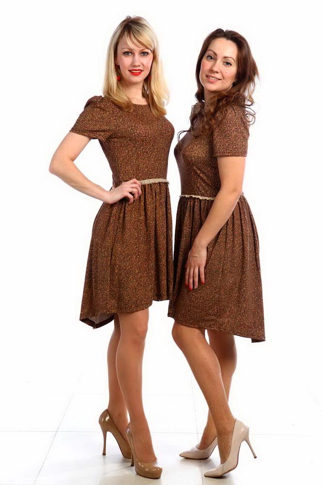 Платье женское ЦаревнаПлатья<br>Оставаться элегантной круглый год легко, если в гардеробе есть удобные платья. Например, в женском платье Царевна вы будете выглядеть безупречно летом и зимой.<br>Модель имеет приталенный расклешенный силуэт и длину до колен. Подол задней части юбки удлинен, поэтому платье выглядит вдвойне эффектно. Рукав-фонарик смотрится оригинально и необычно. Юбка собрана на талии резинкой по всему объему, а спереди шов украшает изящная кружевная вставка. Его фасон отлично подчеркивает фигуру, при этом не стесняет ваше тело, так что вы сможете двигаться в платье так свободно, как вам хочется. Стоит также отметить и дизайн данной модели &amp;amp;mdash; оригинальная песочная расцветка, которая подходит женщинам с любым цветотипом!<br>Неоспоримое преимущество женского платья Царевна вы найдете в том, что оно отлично подходит как для офиса, так и для того, чтобы надеть его на прогулку в парке или встречу с друзьями. Размер: 44<br><br>Длина платья: Миди<br>Принадлежность: Женская одежда<br>Основной материал: Вискоза<br>Страна - производитель ткани: Россия, г. Иваново<br>Вид товара: Одежда<br>Материал: Вискоза<br>Состав: 92% вискоза, 8% эластан<br>Длина рукава: Короткий<br>Длина: 18<br>Ширина: 12<br>Высота: 7<br>Размер RU: 44