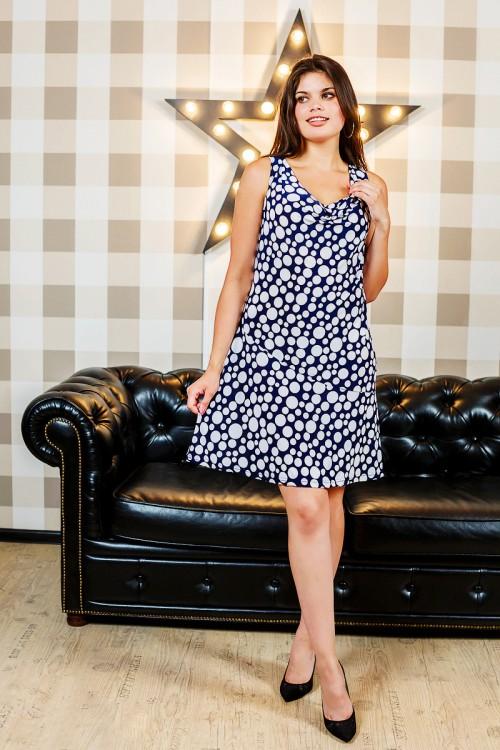 Платье женское АлираПлатья<br>Говорят, что платьев много не бывает - и это абсолютная правда! Но наш каталог стильной женской одежды - исключение из этого правила, потому что в нем вы сможете обнаружить большое количествосамых разнообразных платьев на все случаи жизни!<br>Одна из ярких моделей этого каталога - женское платье Алира, сшитое из масла &amp;amp;mdash; приятной на ощупь, мягкой синтетической ткани. Благодаря структуре материала данная модель &amp;amp;mdash; идеальный вариант на лето. Помимо того, что платье очень легкое, оно имеет очень изящный фасон: прямой силуэт переходит в расклешенную юбку, круглый вырез-качели делают образ мягче, а отсутствие рукавов подчеркивает красоту плеч.<br>Помимо всего прочего, женское платье Алира представлено в нашем каталоге по очень низкой цене! Размер: 58<br><br>Высота: 7<br>Размер RU: 58