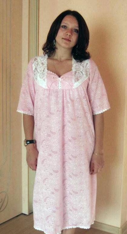 Ночная сорочка ЭлинаСорочки и ночные рубашки<br>Летом вашему телу нужно что-нибудь легкое и воздушное, а душе - что-нибудь прекрасное? Ваши запросы полностью удовлетворит женская ночная сорочка Элина!   Эта нежная модель сшита из тончайшего батиста, ткани, легче и воздушнее которой вы вряд ли что-нибудь найдете. Кроме того, батист состоит из настоящего хлопкового волокна, поэтому ваше тело будет дышать в ней.   А дизайн ночной сорочки Элина позволит вам чувствовать себя самой прекрасной женщиной на земле, хотя именно такой вы и будете в ней, ведь она прекрасно подчеркивает женскую фигуру, формируя изящный силуэт. Размер: 56<br><br>Высота: 7<br>Размер RU: 56